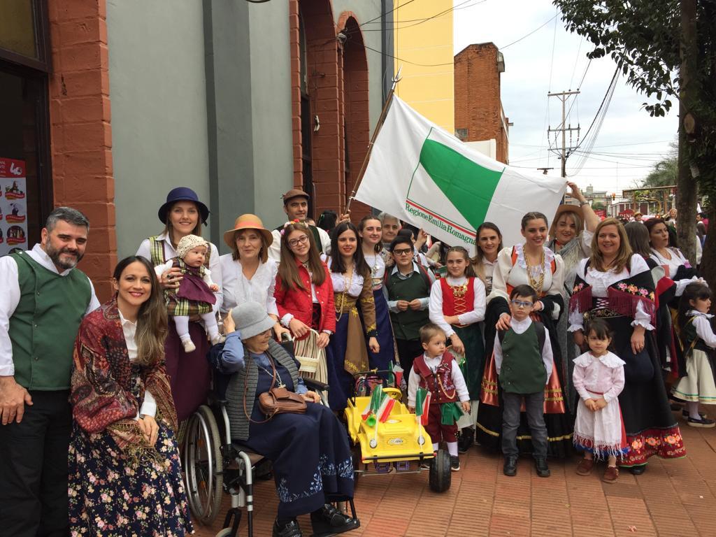 Oberá - Asociación Nettuno En El Desfile Inaugural De La Fiesta Nacional Del Inmigrante En Oberá