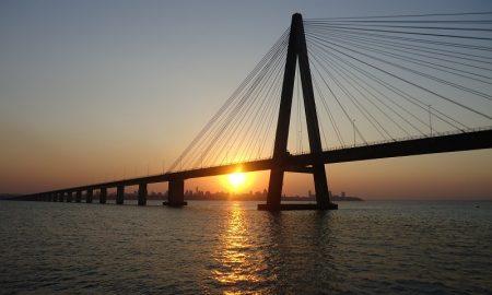 Mercosur - El atardecer sobre el puente