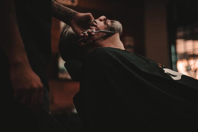 Barbería - Barbero En Accion