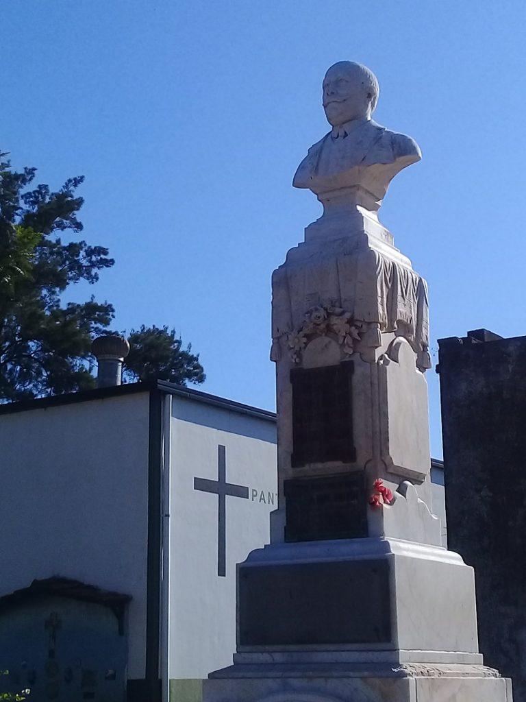 Cementerio - Busto