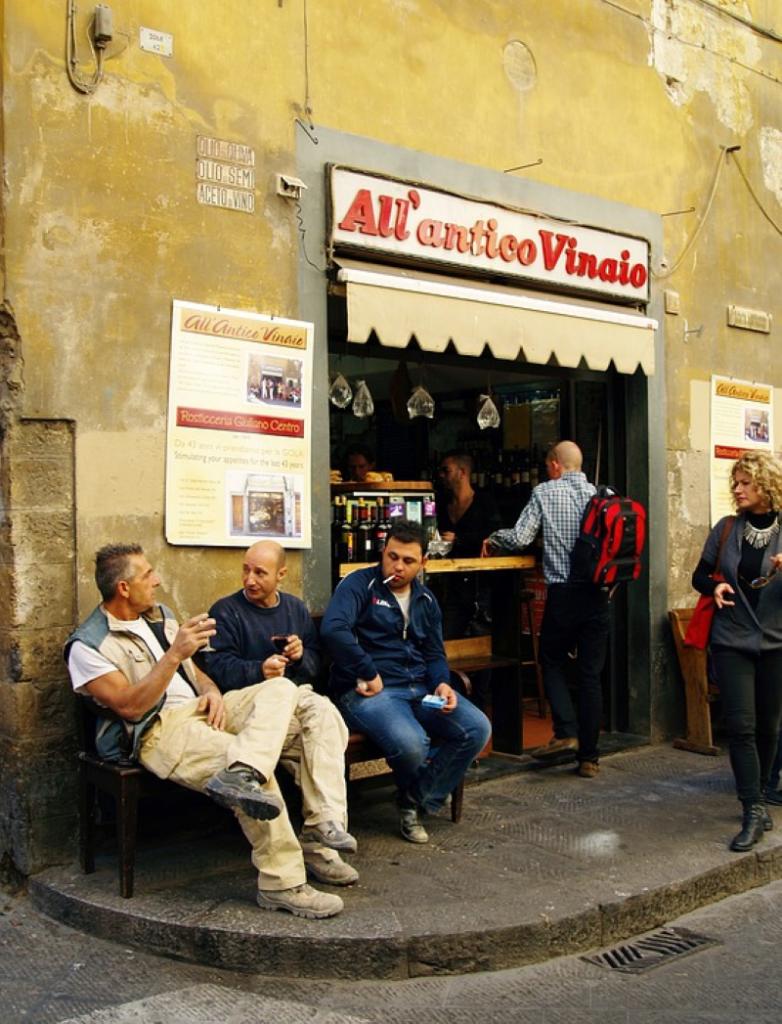 lunfardo - Italianos Conversando En Frente De Un Comercio