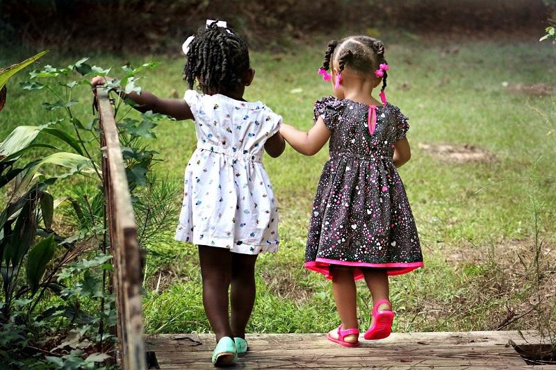 Paz - Niñas Jugando