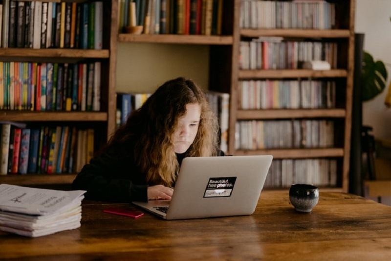 Educación - Niños En Clases Virtuales