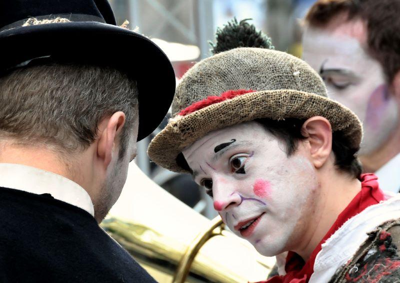 teatro - Actores Con Las Caras Pintadas