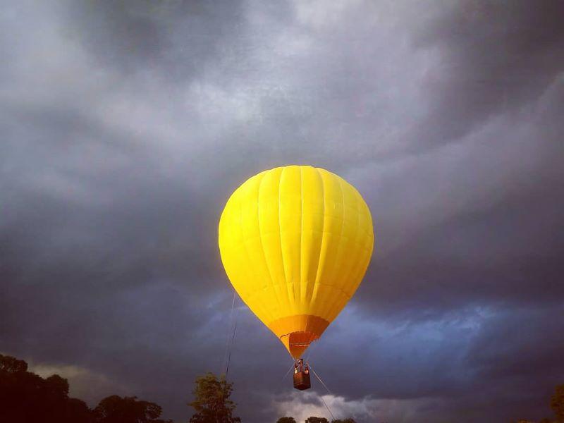 globo aerostatico - Fondo De Nubes Oscuras