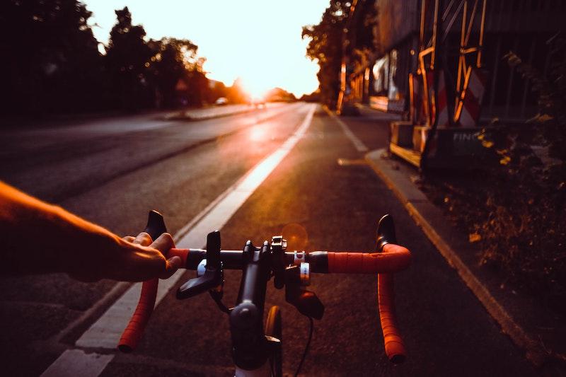 bicicleta - Pedaleando Al Atardecer