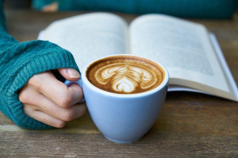 Elena Ferrante - Cafe En Un Libro