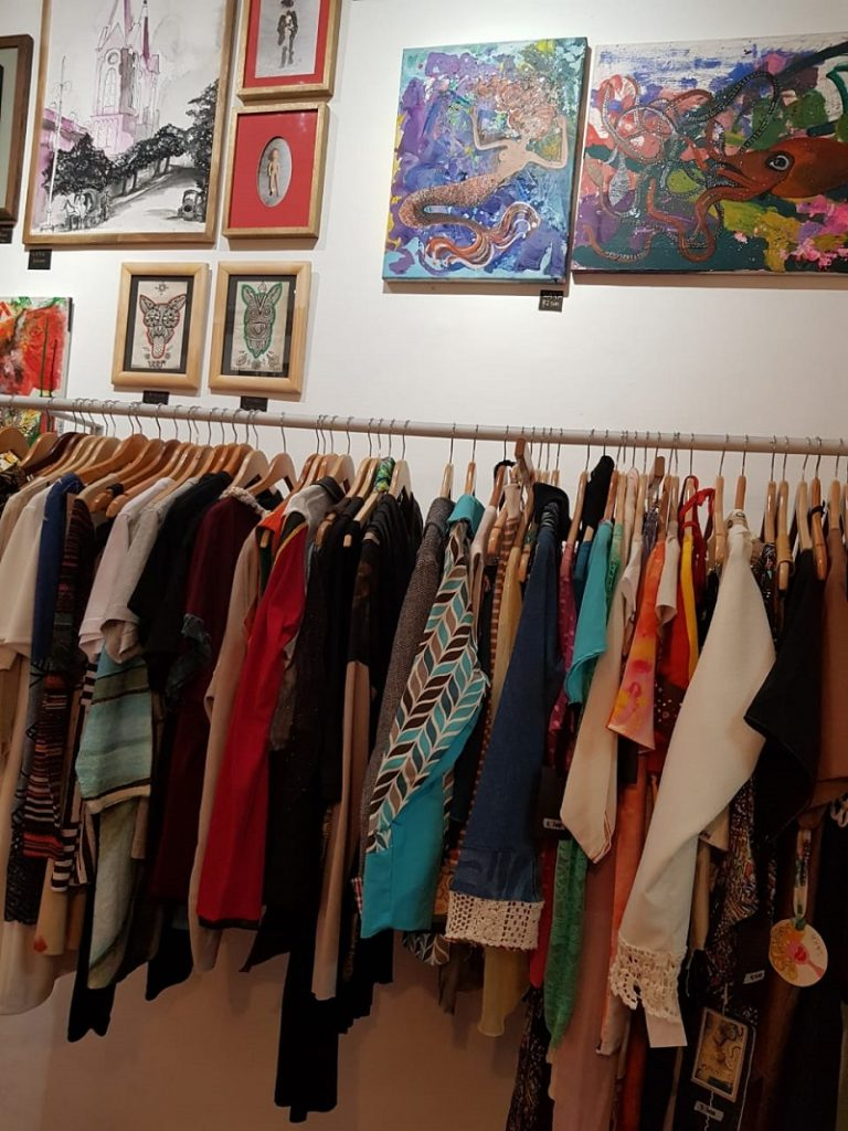 Galería de arte - Ropa En Exposición