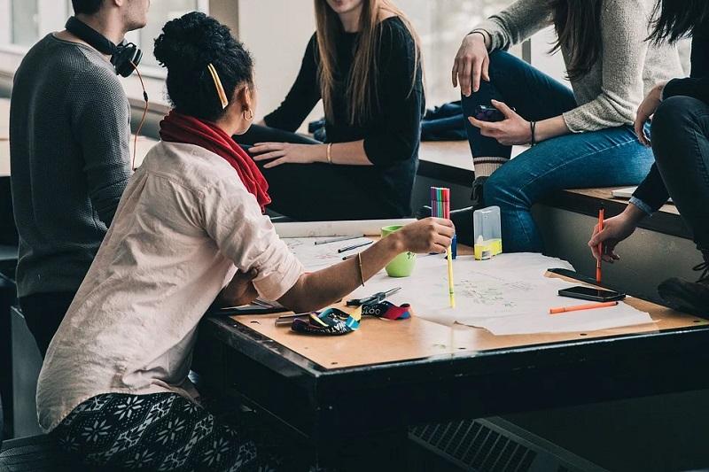 Educación femenina - Jóvenes Estudiando