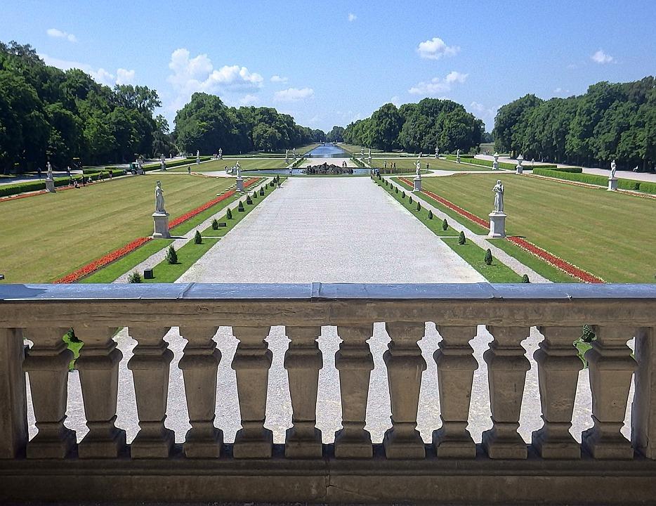 Veduta dei giardini alla francese del castello delle Ninfe, Nymphenburg.