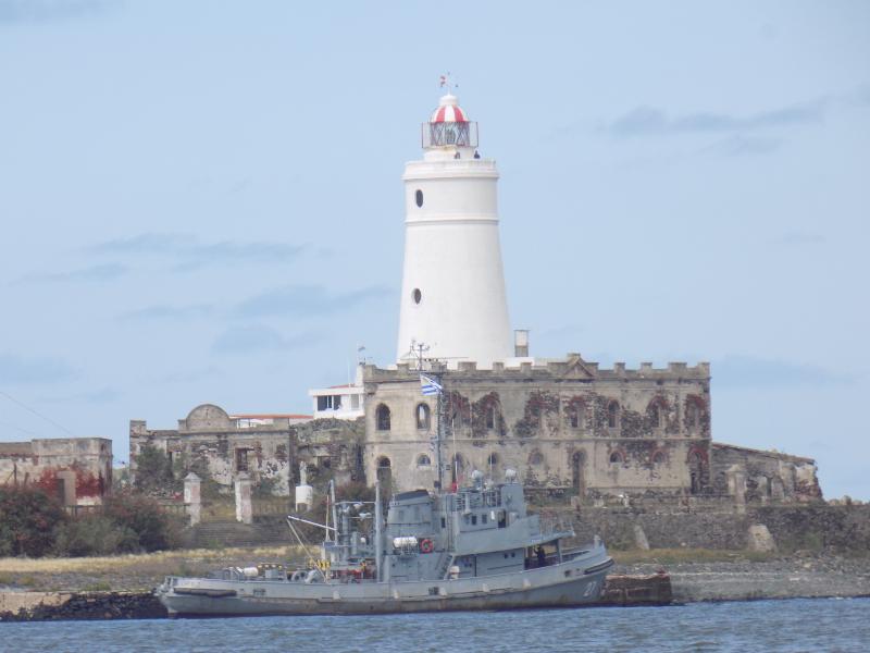 isla - Barco Ortiz Atracado En Isla De Flores
