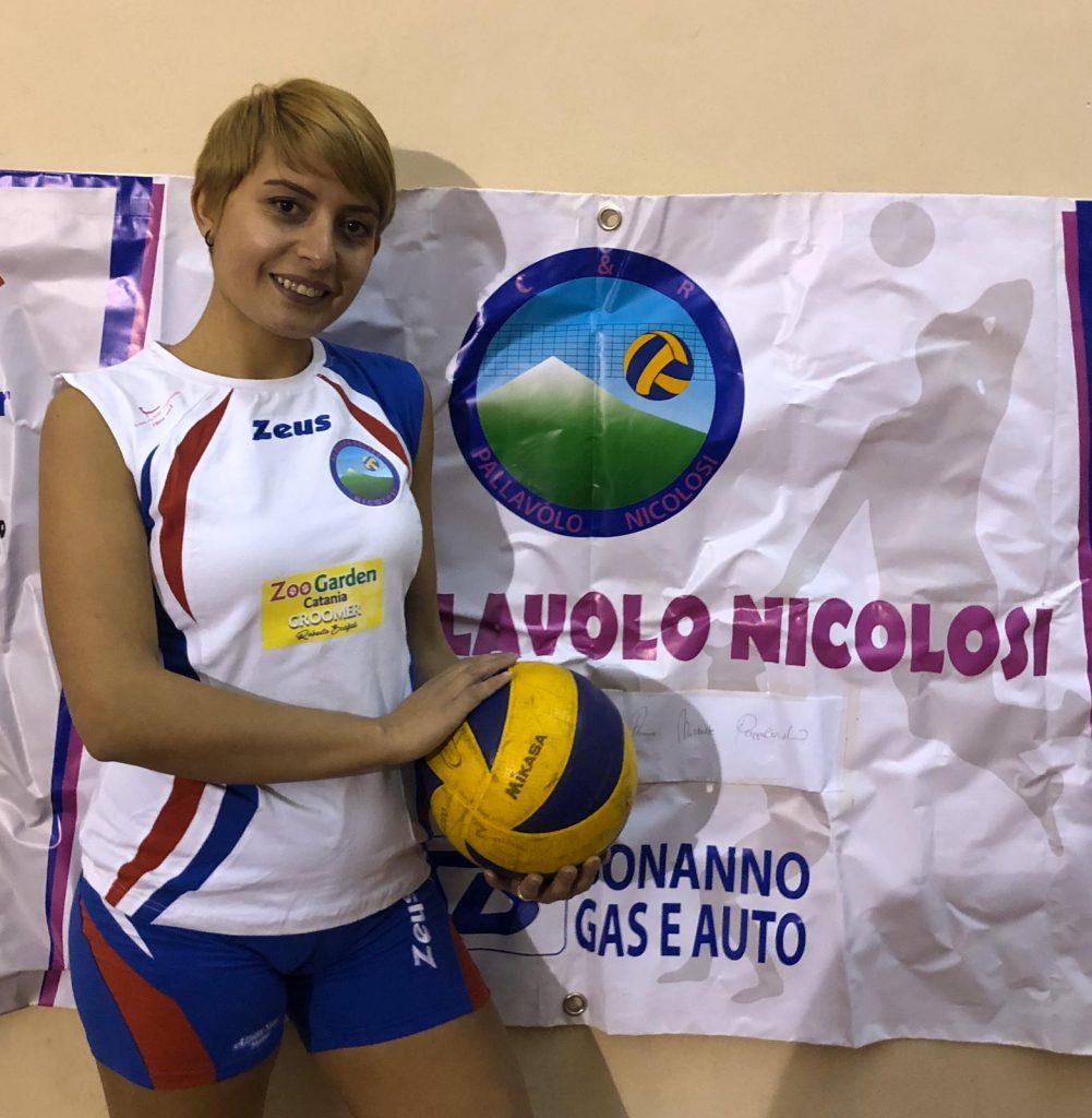 Grazia Rizzo con pallone in mano