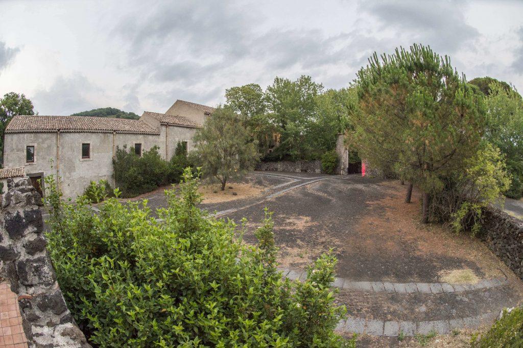 cortile ingresso del Monastero Benedettino