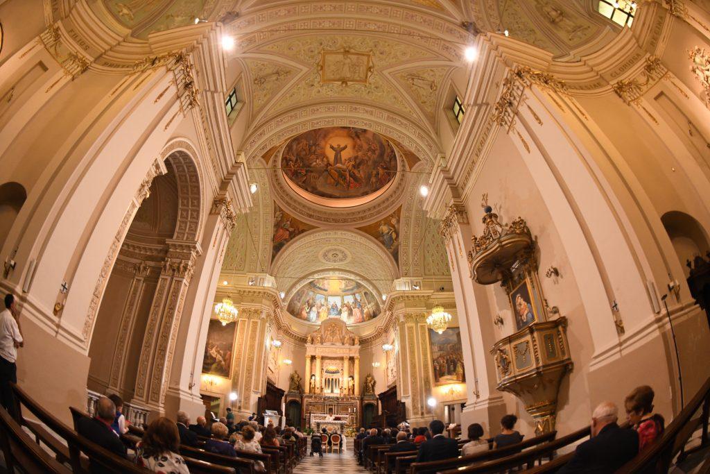 interno illuminato della esterno della Chiesa Madre