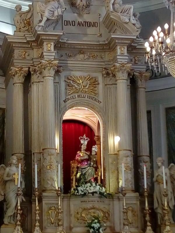 chiesa - statua della Madonna Delle Grazie