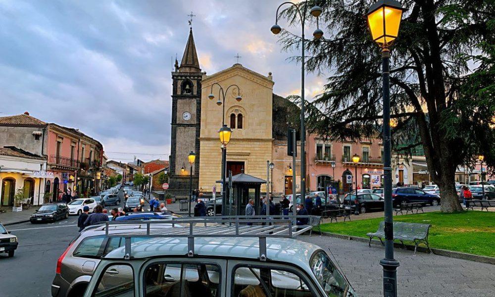 Piazza Di itNicolosi Al Tramonto