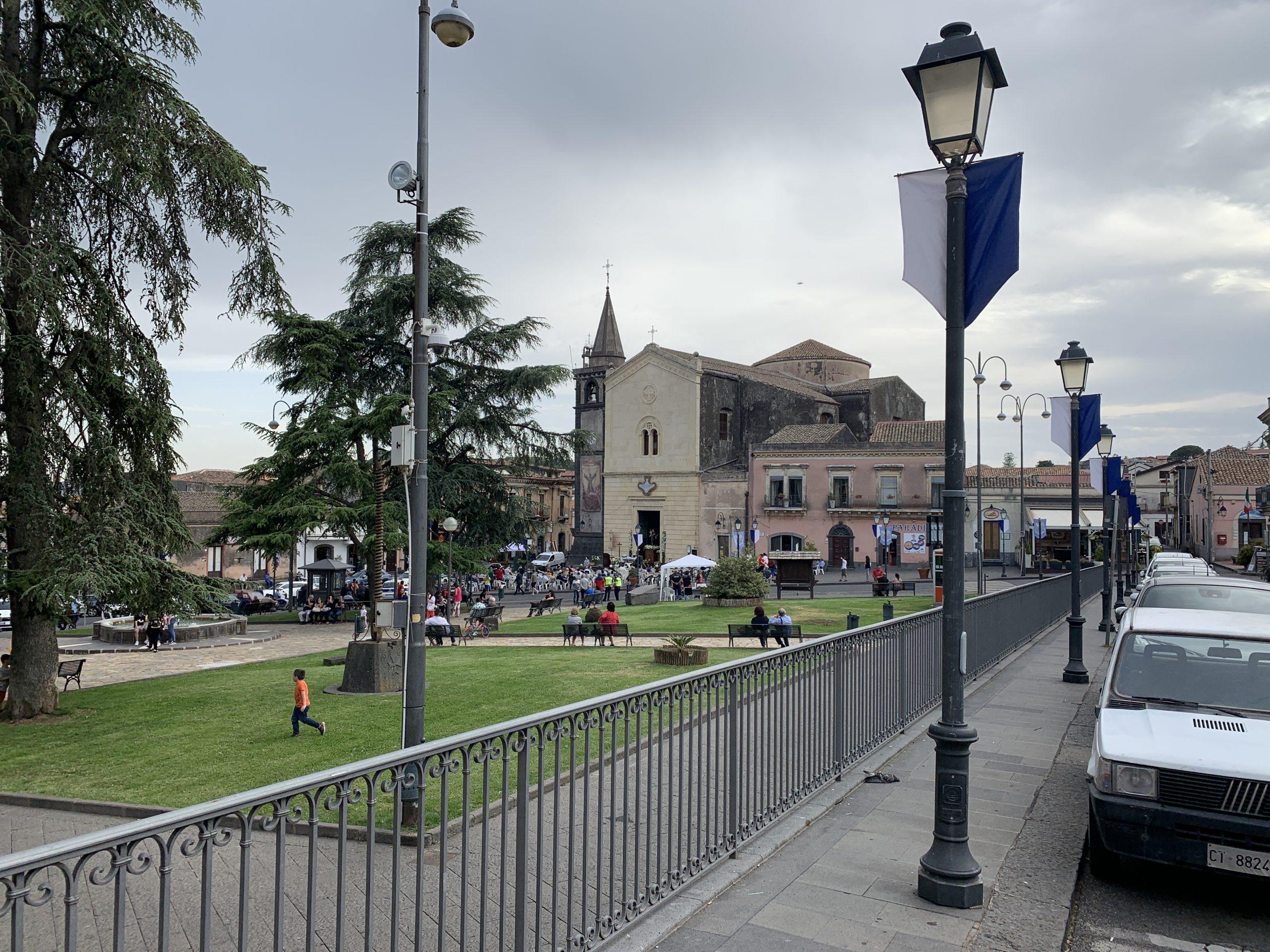 Covid-19 - Piazza Vittorio Emanuele Addobbata A Festa