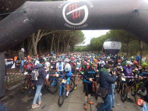 Arias Cuervo - ciclisti in partenza