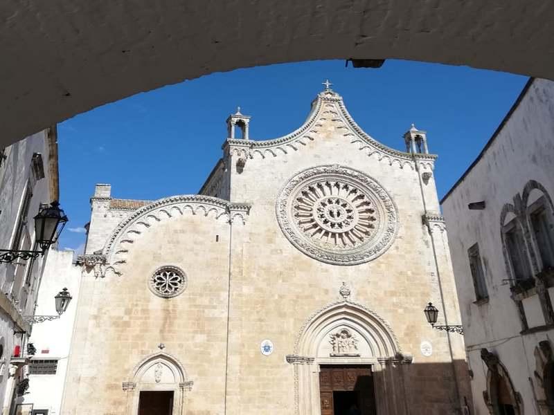 Monumenti - Primo piano della Cattedrale gotica a Ostuni