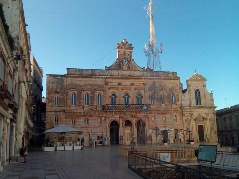 Tra i monumenti la Piazza Centrale Ostuni