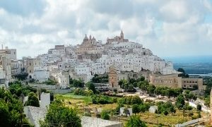 Ostuni Panoramica Case Bianche E Mare
