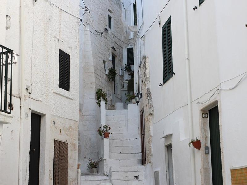 Visuale di un vicolo del Borgo Antico di Ostuni