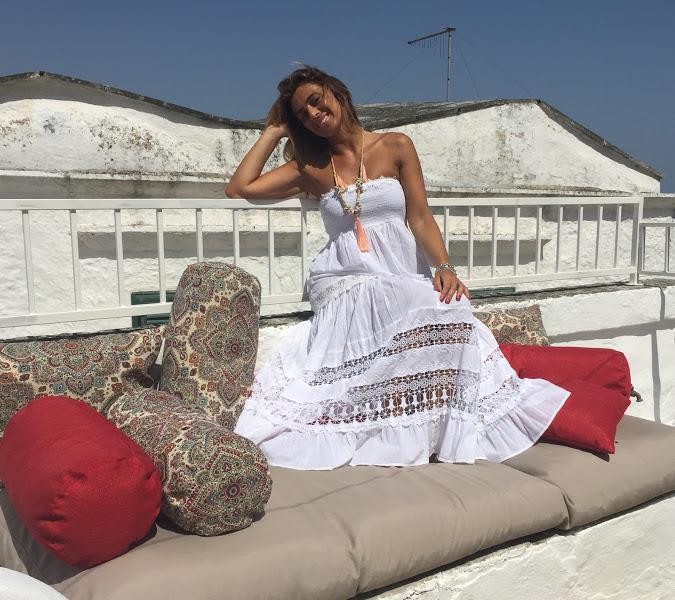 Melania a Ostuni su un terrazzo panoramico