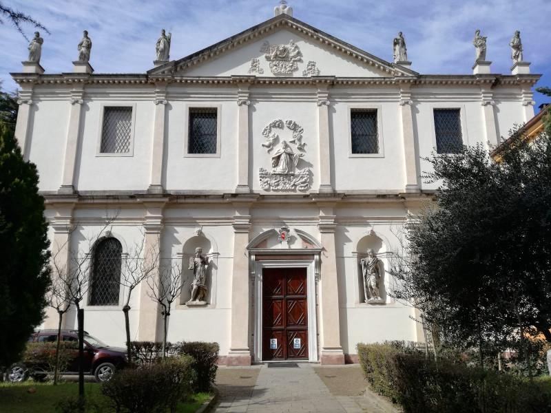 Chiesa Di San Benedetto Vecchio Con Le Statue Ricollocate