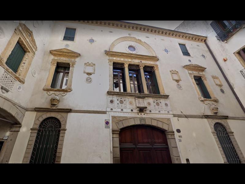 606843363672b 606843363672ccasa Degli Specchi Via Vescovado.jpg