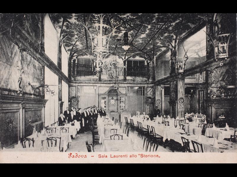 Giovanni Zorzi Con I Collaboratori nella Sala Laurenti