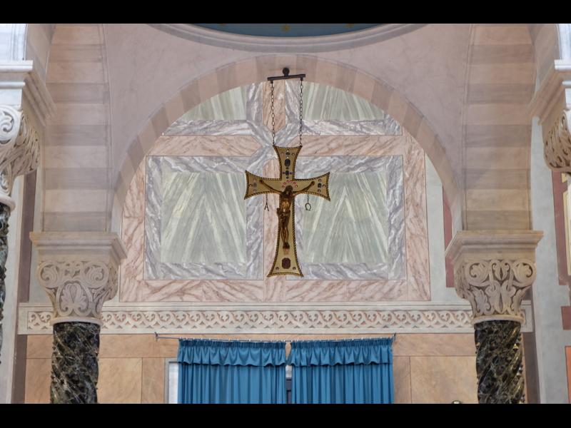 Croce Sopra Laltare Della Chiesa Del Cimitero Maggiore