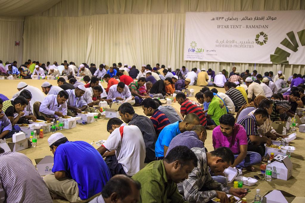 Tenda di Ramadan, iftar per persone bisognose