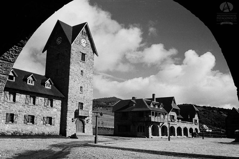 Archivo Visual Patagónico - Vista parcial del Centro Cívico de Bariloche próximo a ser inaugurado