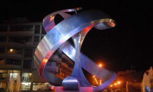 Manzana roca - Monumento iluminado