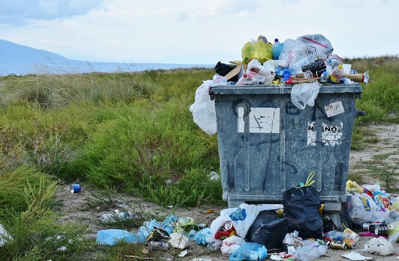 reciclaje - Basura En Contenedor