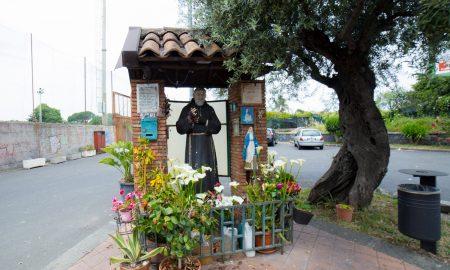 Altarini: la statua di Santo Padre Pio