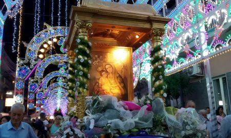 Feste religiose: il quadro della Madonna di Valverde, ornato a festa