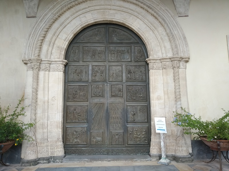 Fede e storia: Porta Dingresso del santuario - Foto: Cavaleri Francesca Agata