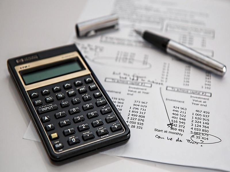 Calcoli dei revisori dei conti- Foto: Pixabay