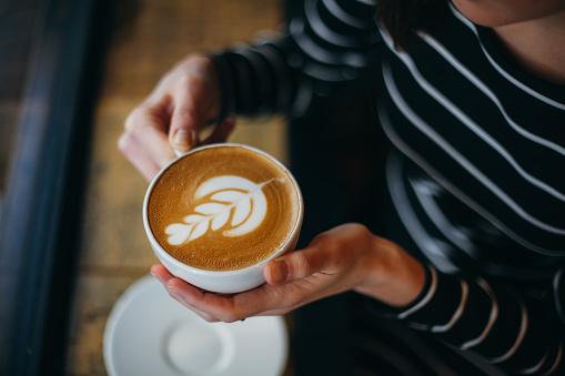 Regione gialla: un caffè al bar - Foto: Pixabay