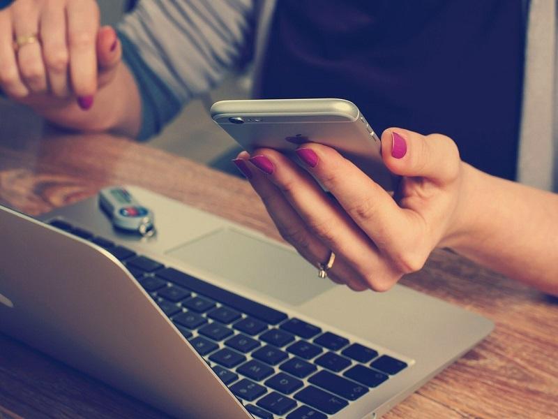 Rifiuti Speciali Covid: Telefono e pc per chiedere aiuto - Foto: Pixabay