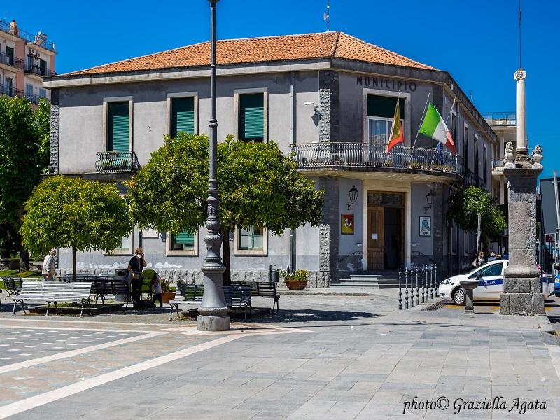 Ingresso Comune Di Valverde- Ufficio Protocollo- Foto: Graziella Agata