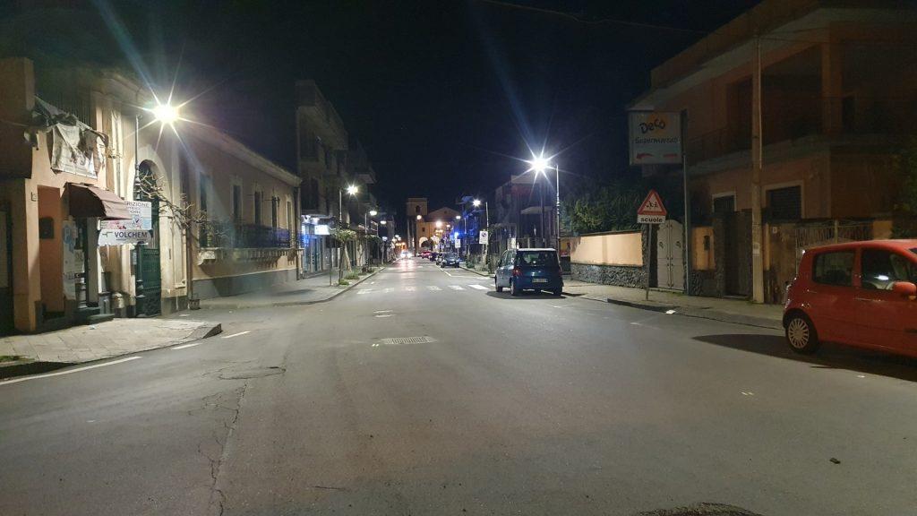 Illuminazione del Corso Vittorio Emanuele a Valverde. Foto di Piero Moschitta.