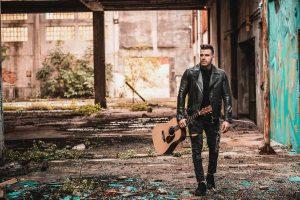 Alessandro Leotta- la scena del video Londra - Foto: Concessione del cantautore