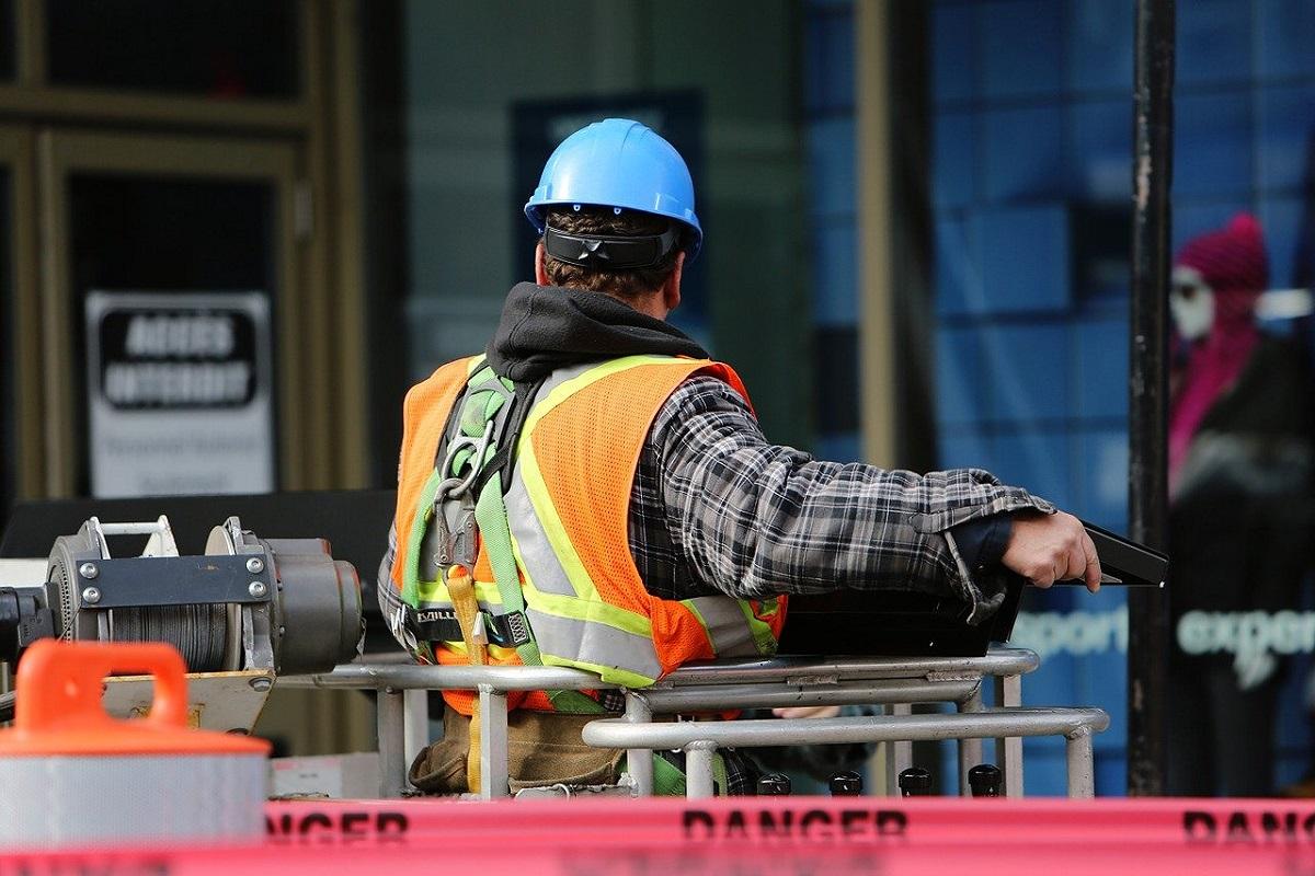 Disoccupazione: un operaio sul Cantieri Lavoro- Foto:Pixabay