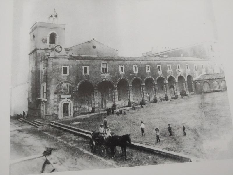 """Piazze Valverdesi: la Piazza Del Santuario- Foto: tratta dal libro """"Valverde"""" di Donato"""