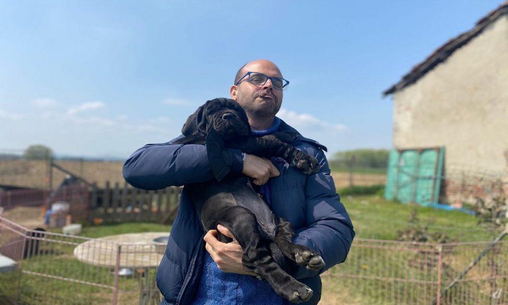 Francesco Pavone ed un cucciolo- Foto:concessione Pavone