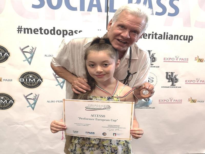 Gaia e Garrison durante la premiazione - Foto: concessione famiglia Fallica