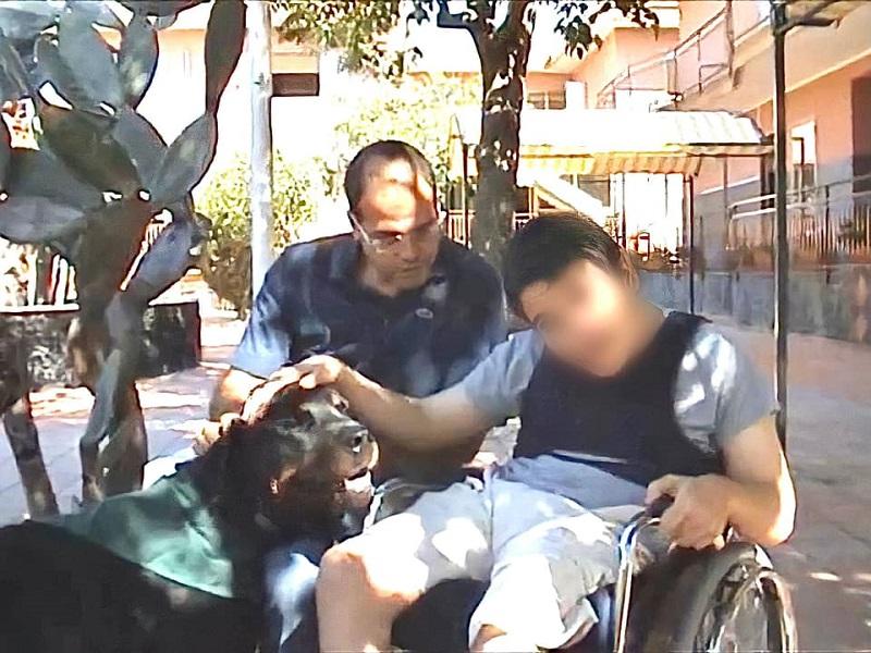 Francesco Pavone: un momento di  Pet Therapy- Foto: concessione Francesco Pavone